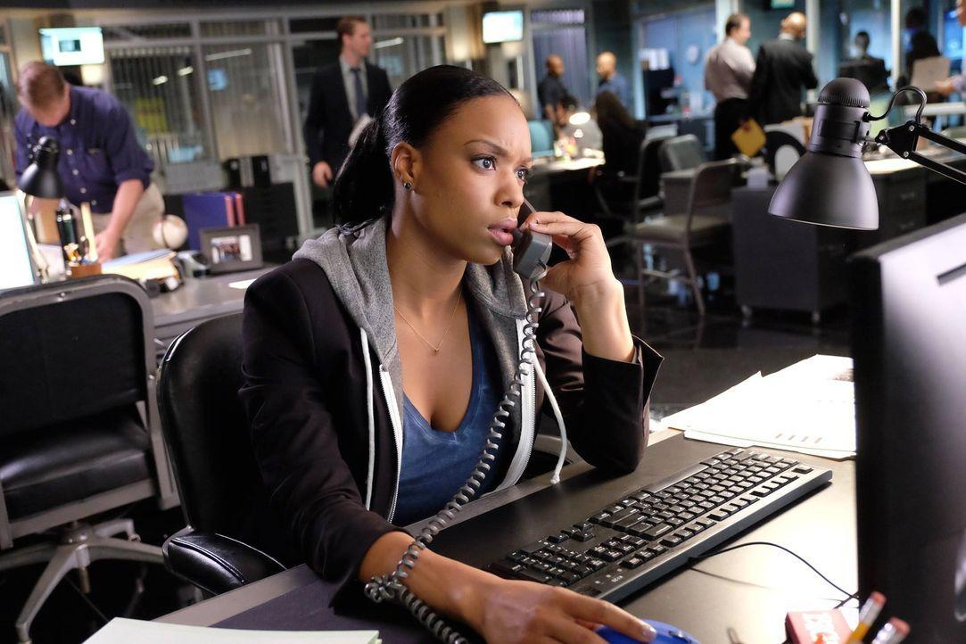 Ein neuer Mordfall: Sonya Bailey (Michelle Mitchenor) steht Riggs und Murtaugh bei den Ermittlungen zur Seite ... - Bildquelle: 2016 Warner Brothers