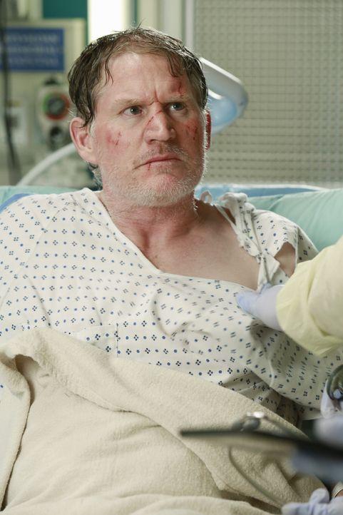 Die Explosion eines Gastankers auf dem Highway verletzt zahlreiche Menschen. Auch Cam (Mark Chadwick) ist eines der Opfer ... - Bildquelle: ABC Studios