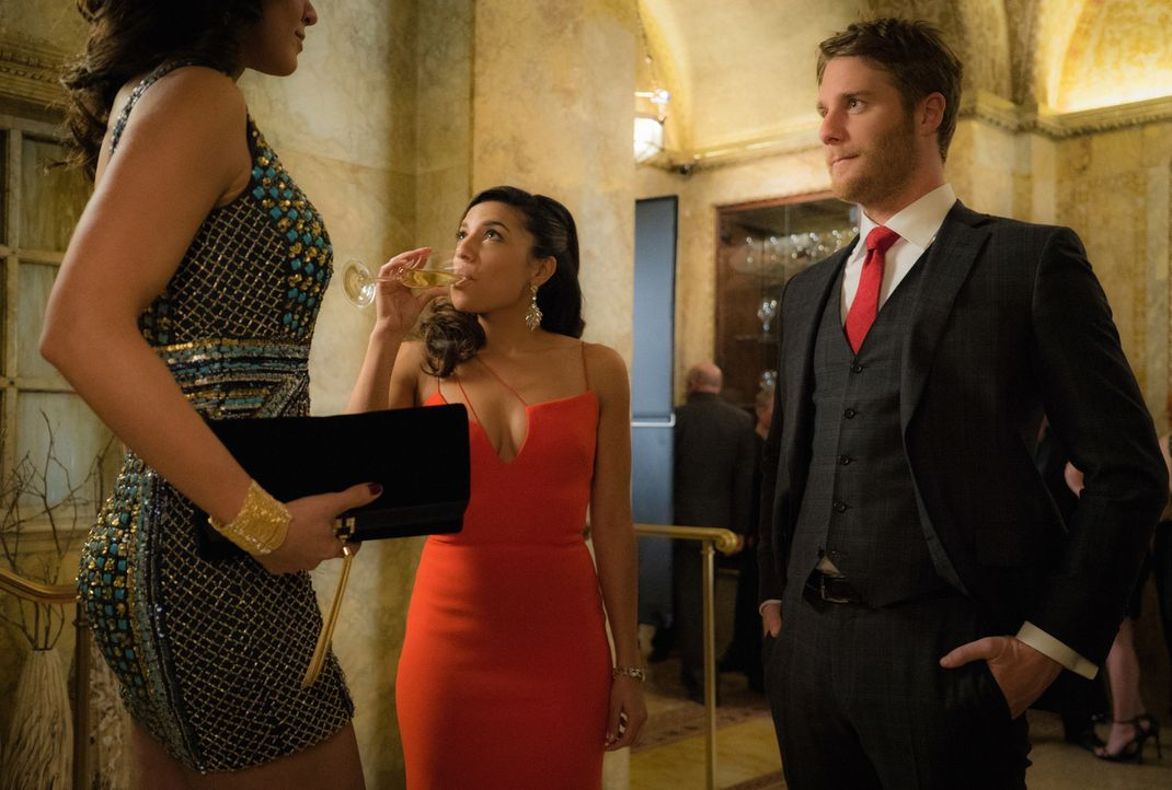 Brian (Jake McDorman, r.) hat einen neuen Auftrag auszuführen und trifft dabei auf Lucy Church (Christina Vidal, M.) und Irina (Evgeniya Radilova, l... - Bildquelle: David M. Russell 2015 CBS Broadcasting, Inc. All Rights Reserved