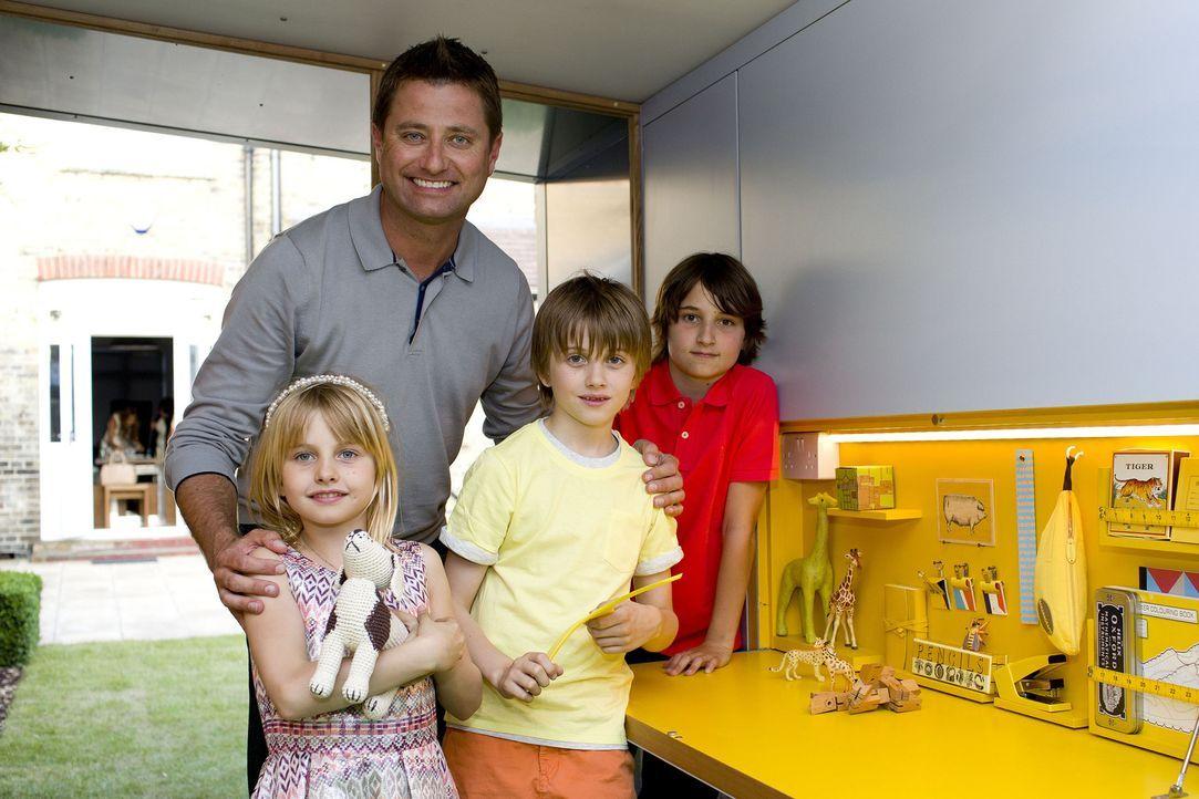 Das neue Domizil in George's Garten beinhaltet auch einen Spielbereich für seine drei Kinder Lona (l.), Emilio (M.) und Georgie (r.) Clarke ... - Bildquelle: Victor De Jesus UNP