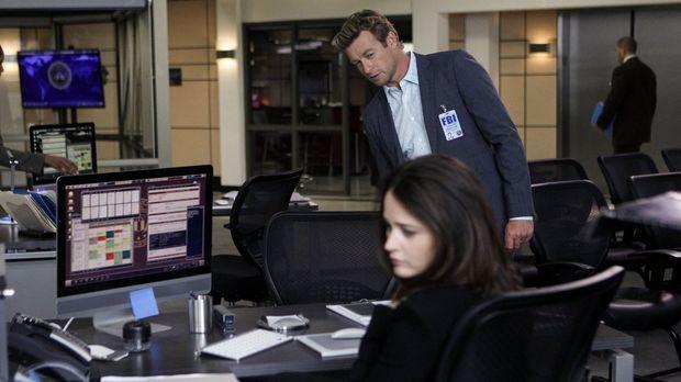 Nimmt Jane (Simon Baker, hinten) es wirklich so gelassen, dass Lisbon (Robin...