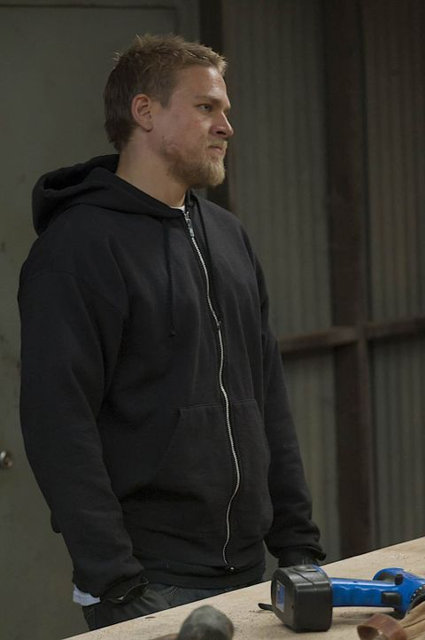 Noch ahnt Jax (Charlie Hunnam) nicht, welche schreckliche Tat Clay plant ... - Bildquelle: 2011 Twentieth Century Fox Film Corporation and Bluebush Productions, LLC. All rights reserved.