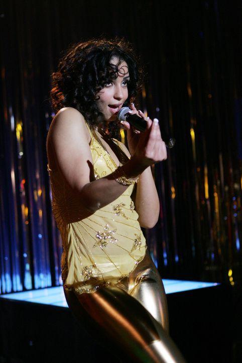 Die Untersuchungen führen das Team zu der Schwester des P.O., die Sängerin (Mya) in dem Club eines Konkurrenten ist ... - Bildquelle: CBS Television