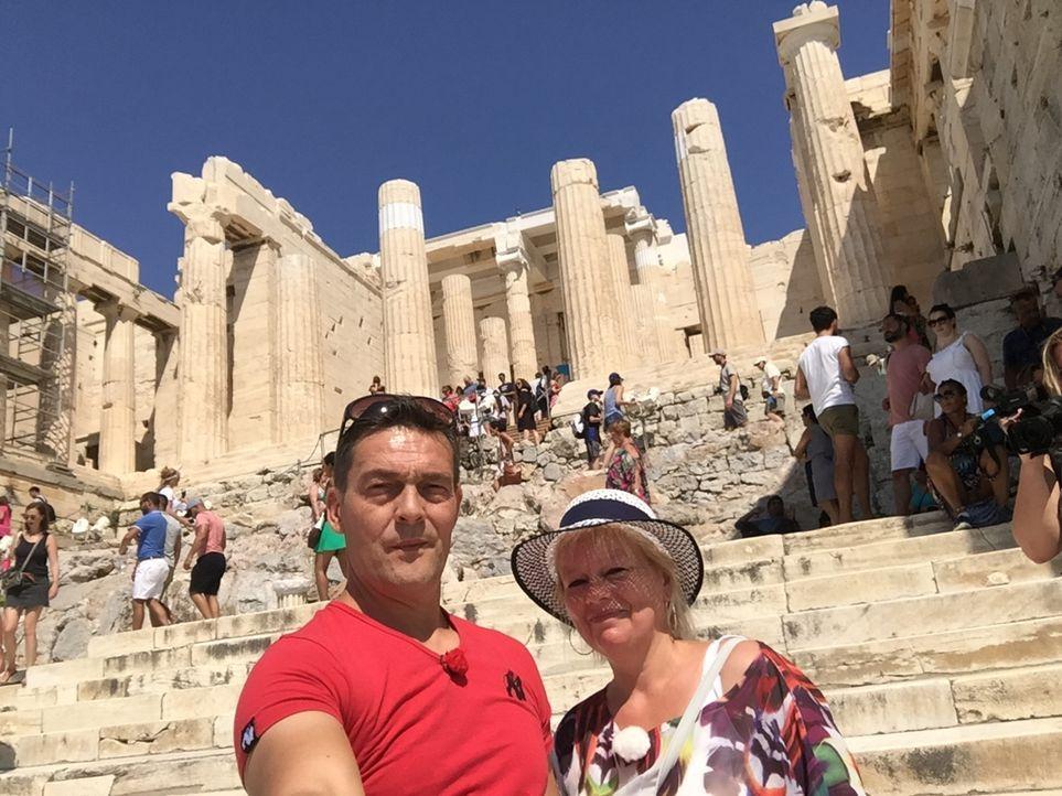 Für Ronny und Katrin heißt es, raus aus Nordrhein-Westfalen und auf nach Athen ... - Bildquelle: kabel eins