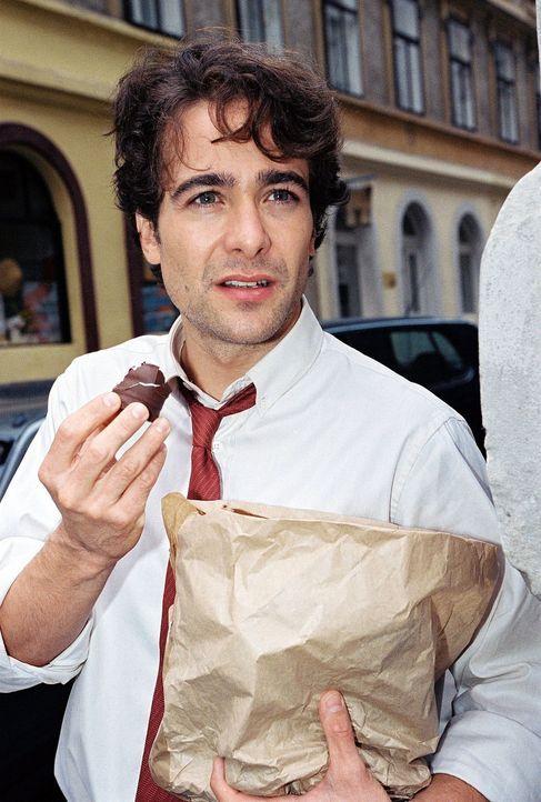 Marc (Alexander Pschill) ist schon neugierig auf seine neue Kollegin. - Bildquelle: Sat.1