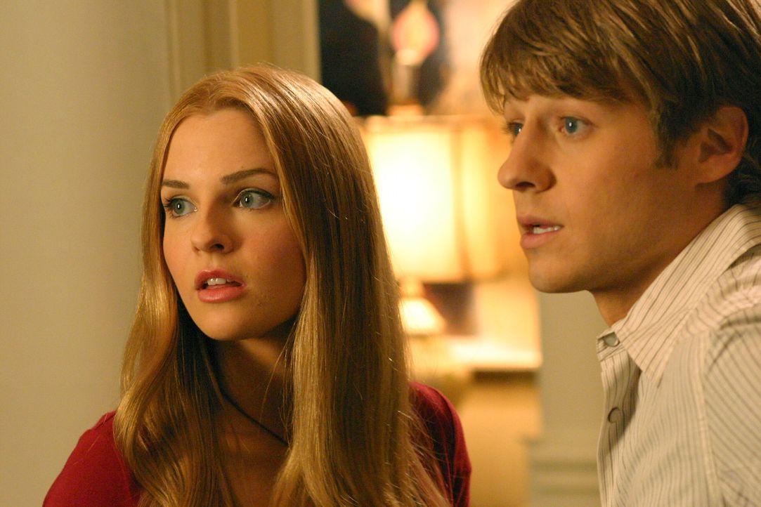 Ryan (Benjamin McKenzie, r.) und Lindsay (Shannon Lucio, l.) wissen nicht, wie sie sich einander gegenüber verhalten sollen, da Lindsay nun zur Fam... - Bildquelle: Warner Bros. Television