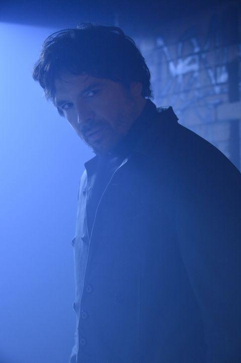 Wie reagiert Liam (Jason Gedrick), wenn er herausfindet, dass es sich bei Vincent um ein Beast handelt? - Bildquelle: Ben Mark Holzberg 2015 The CW Network, LLC. All rights reserved.