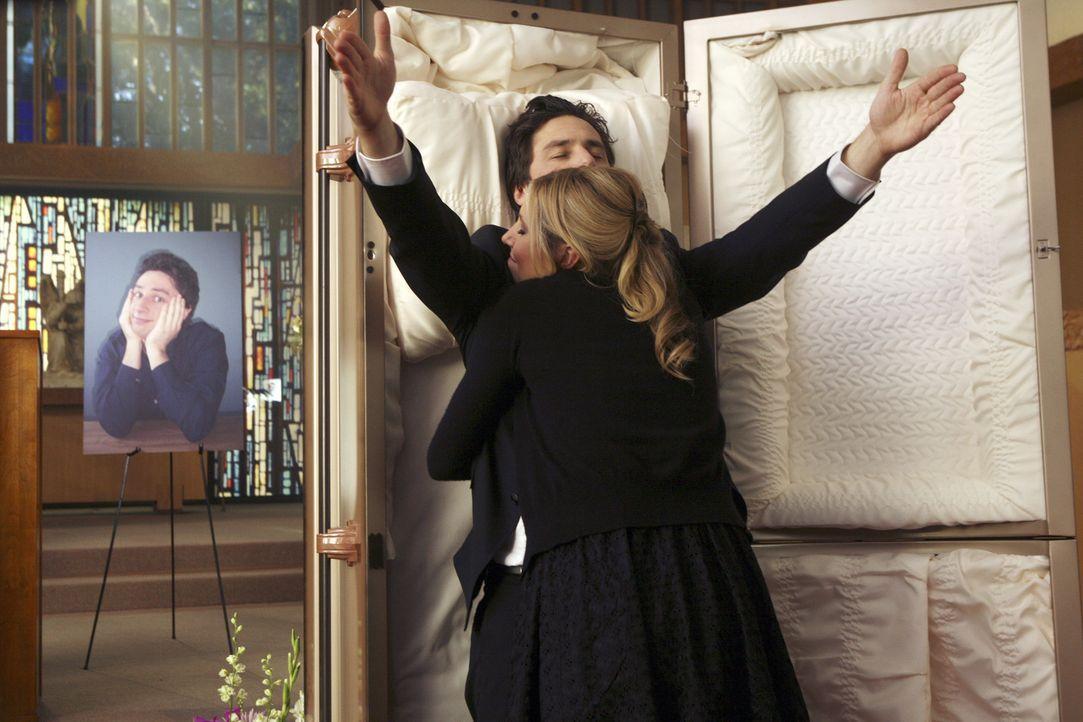 J.D.s Vorstellung: Elliott (Sarah Chalke, vorne) verabschiedet sich von J.D. (Zach Braff, hinten) ... - Bildquelle: Touchstone Television