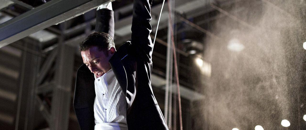Im Kampf um Leben und Tod: Starpianist Tom Selznick (Elijah Wood) ... - Bildquelle: Wild Bunch