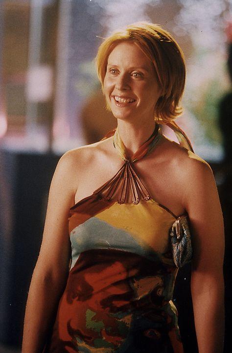 """In der angesagten Schwulendisco """"Trade"""" trifft Miranda (Cynthia Nixon) auf Max, einen jungen Anwalt aus ihrer Kanzlei, von dessen Homosexualität sie... - Bildquelle: Paramount Pictures"""