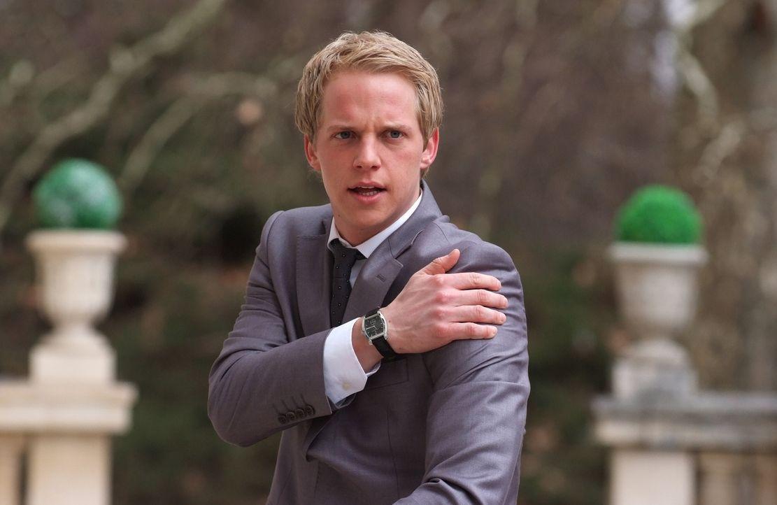 Um endlich in seine verdienten Flitterwochen gehen zu können, muss Prinz Edvard von Dänemark (Chris Geere) einiges über sich ergehen lassen ... - Bildquelle: Nu Image Films
