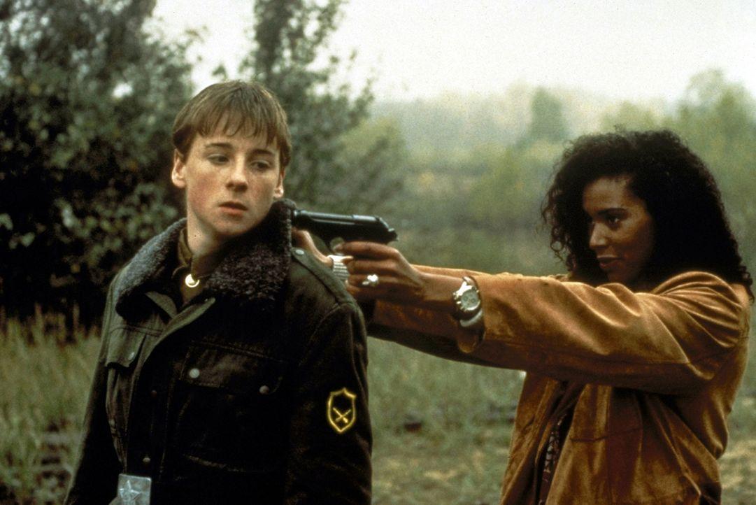 US-Agenten entführen Danny (Nevyn McKenna), den Sohn eines Senators, um in den Besitz ukrainischer Atomsprengköpfe kommen zu können, die sie für... - Bildquelle: Showtime Networks Inc.