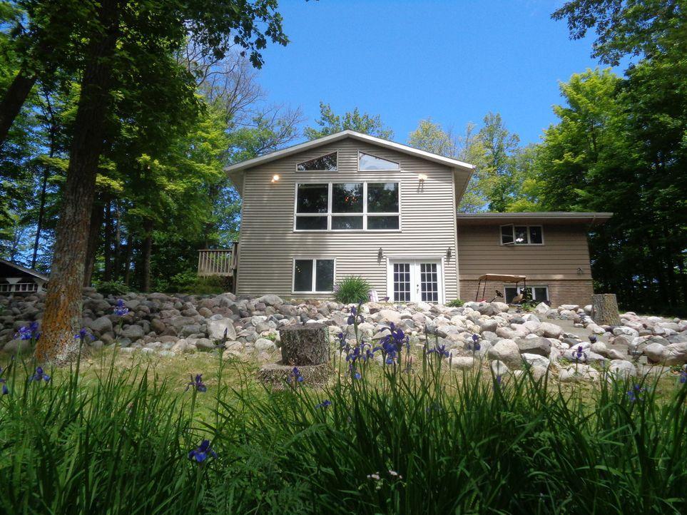 Immobilienmaklerin Cindy Degrio versucht, nach bestem Wissen für Terry und Kathy ein Haus am See zu finden. Sie glaubt, dass es möglich ist mit 375.... - Bildquelle: 2015, HGTV/Scripps Networks, LLC. All Rights Reserved.
