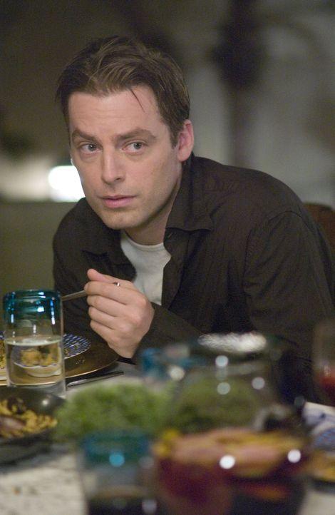 Schnell kommt Andy (Justin Kirk) hinter Nancys Drogendealergeheimnis ... - Bildquelle: Lions Gate Television
