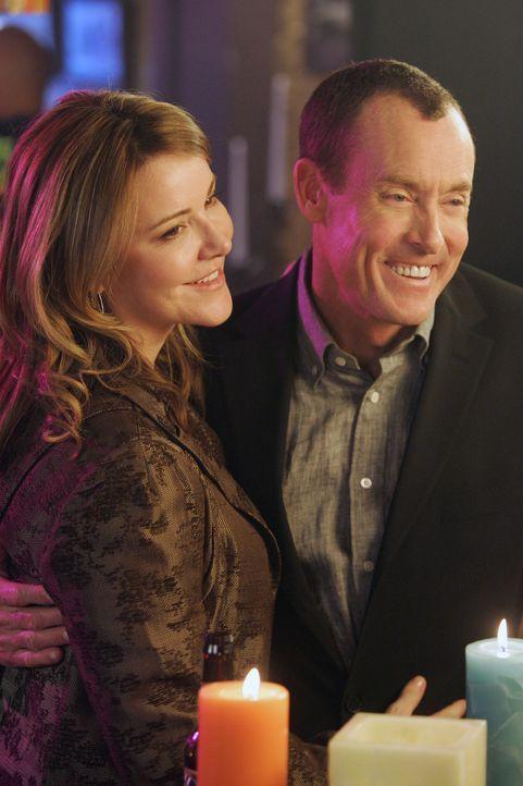 Warten gespannt auf den Moment, wo Keith Elliot den zweiten und wahren Heiratsantrag macht: Cox (John C. McGinley, r.) und Jordan (Christa Miller, l... - Bildquelle: Touchstone Television