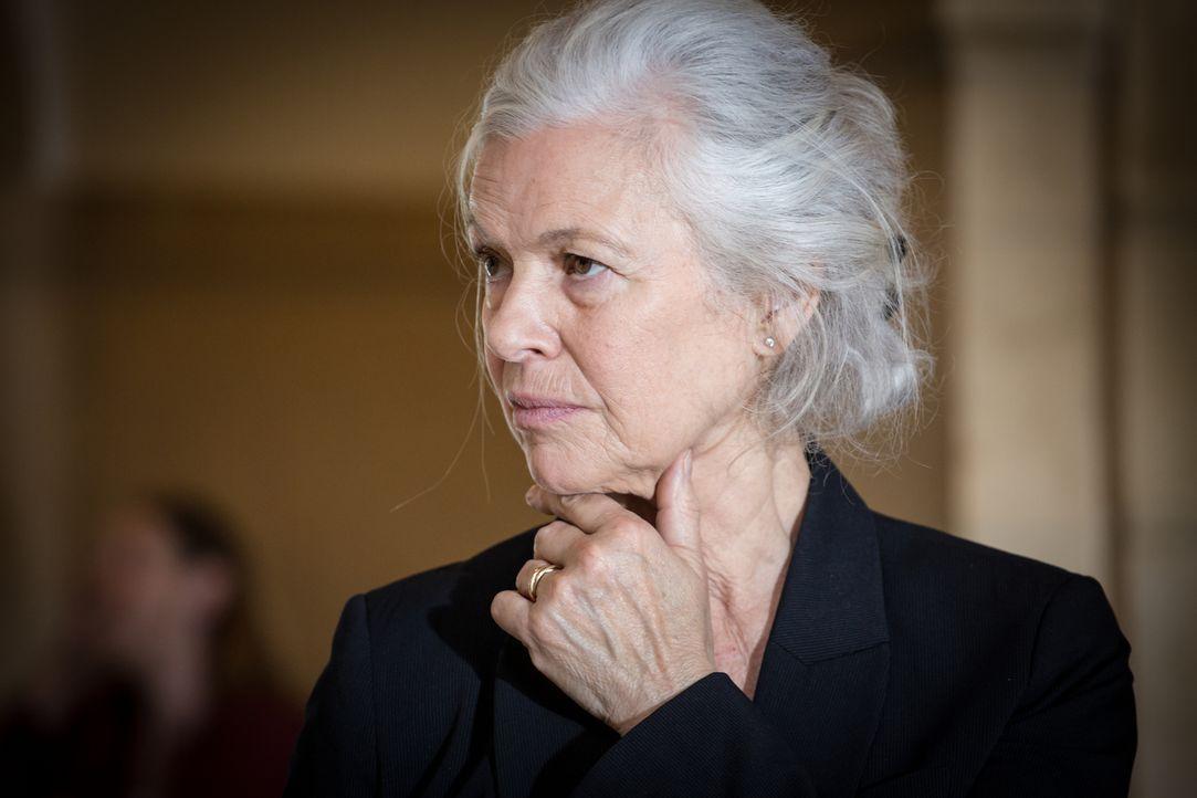 Will Adèle und Rocher bei den Ermittlungen unterstützen: Richterin Nicole Marceau (Sylvie Granotier) ... - Bildquelle: Eloïse Legay 2017 BEAUBOURG AUDIOVISUEL