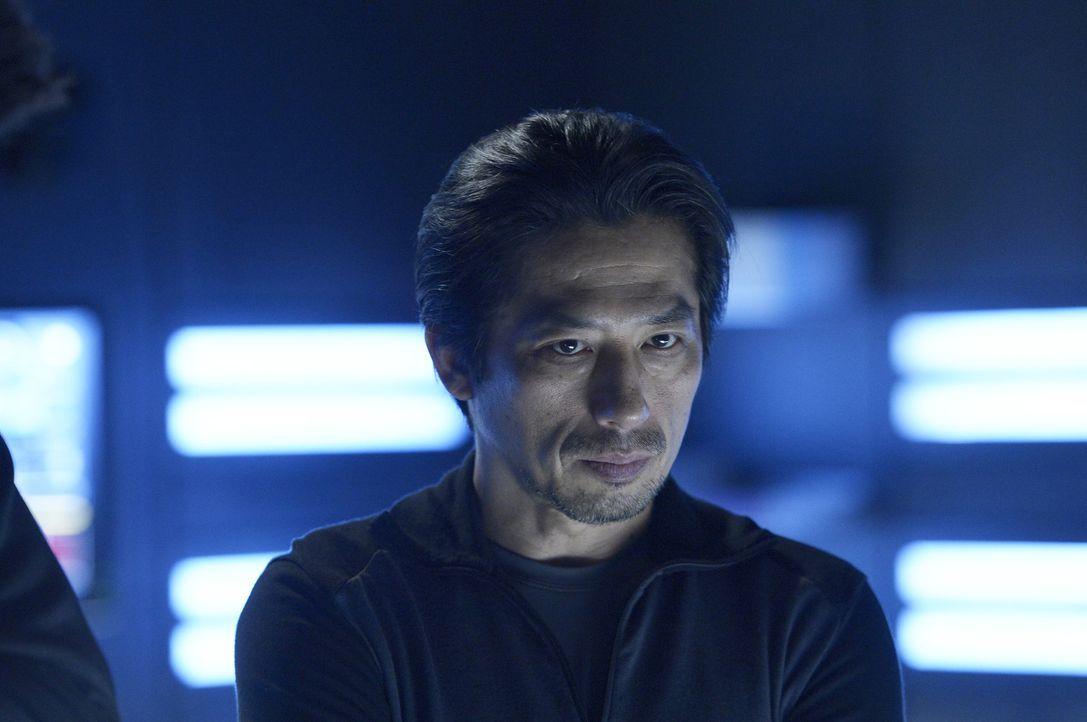 Hatake (Hiroyuki Sanada) öffnet sich Julia, doch er will ihr nicht alle Antworten geben ... - Bildquelle: 2014 Sony Pictures Television Inc. All Rights Reserved.