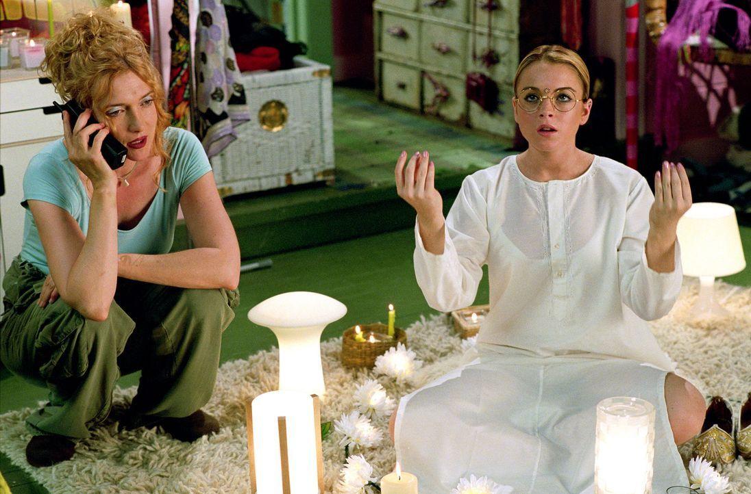 Die eigensinnige Lola (Lindsay Lohan, r.) glaubt nicht richtig zu hören, als ihre Mutter (Glenne Headly, l.) ihr eröffnet, dass sie von New York i... - Bildquelle: MMIV ARGENTUM FILM PRODUKTION GmbH & CO. BETRIEBS KG.  All rights reserved