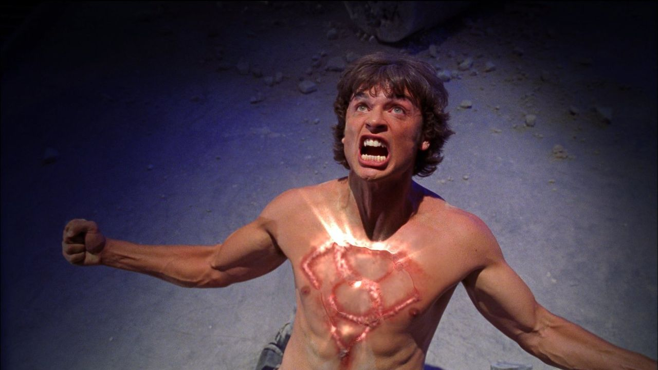 (4. Staffel) - Clark (Tom Welling) wird sich seiner Berufung bewusst: Er muss sich seinem Schicksal stellen, denn nur er kann es erfüllen  - falls e... - Bildquelle: Warner Bros.