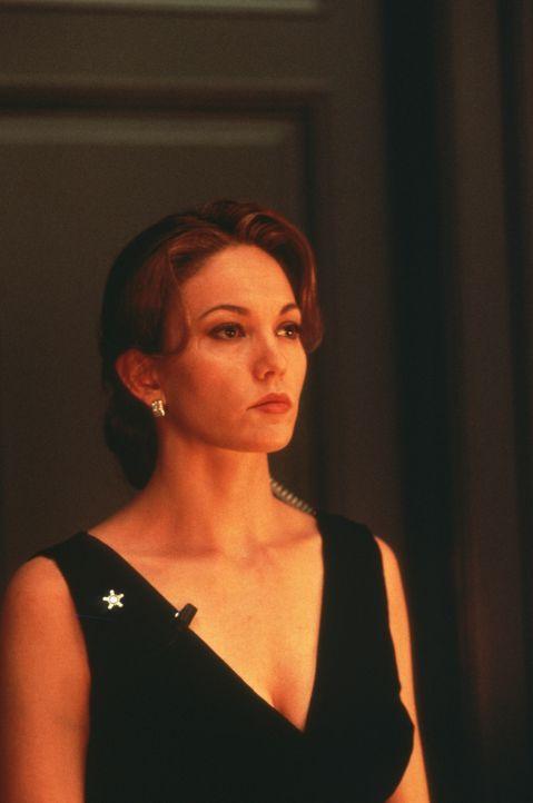 Die Secret Service-Agentin Nina Chance (Diane Lane) ahnt nicht, dass unter ihren Kollegen ein Verräter sitzt ... - Bildquelle: Warner Bros.