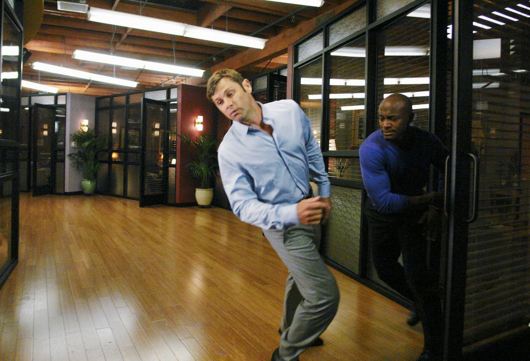 Nach alldem, was vorgefallen ist, muss sich Archer (Grant Show, l.) über die Reaktion von Sam (Taye Diggs, r.) nicht wundern ... - Bildquelle: ABC Studios