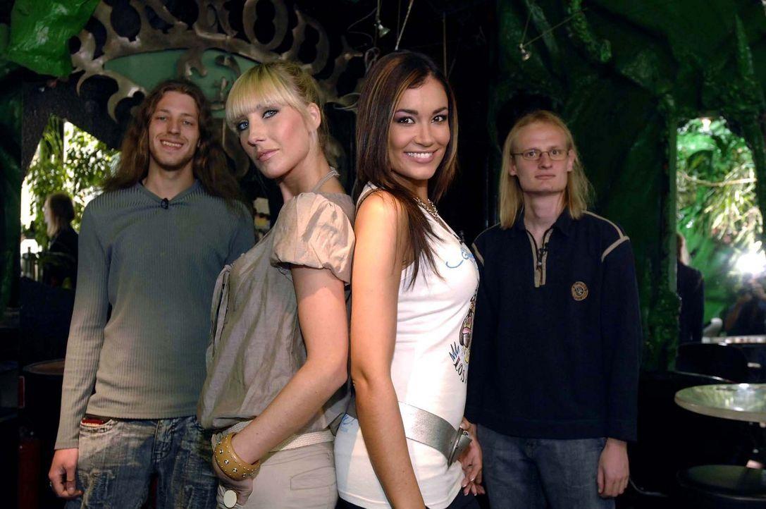 Jana Ina Zarrella (2.v.r.) und Silke Grobert (2.v.l.) kümmern sich heute um Martin (r.) und Steven (l.). - Bildquelle: ProSieben
