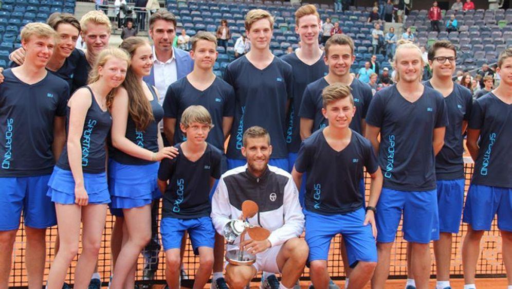 Ballkinder mit Michael Stich (6.v.l.) bei den German Open - Bildquelle: DTB