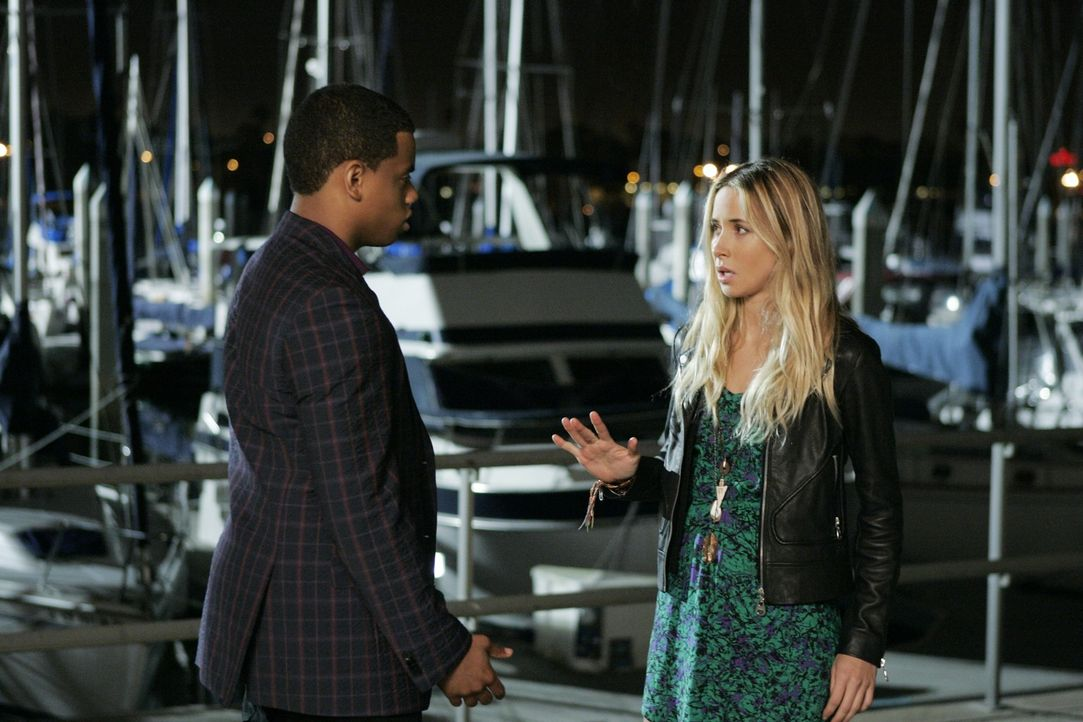Ivy (Gillian Zinser, r.) hat Dixon (Tristan Wilds, l.) etwas Wichtiges mitzuteilen ... - Bildquelle: 2010 The CW Network. All Rights Reserved.