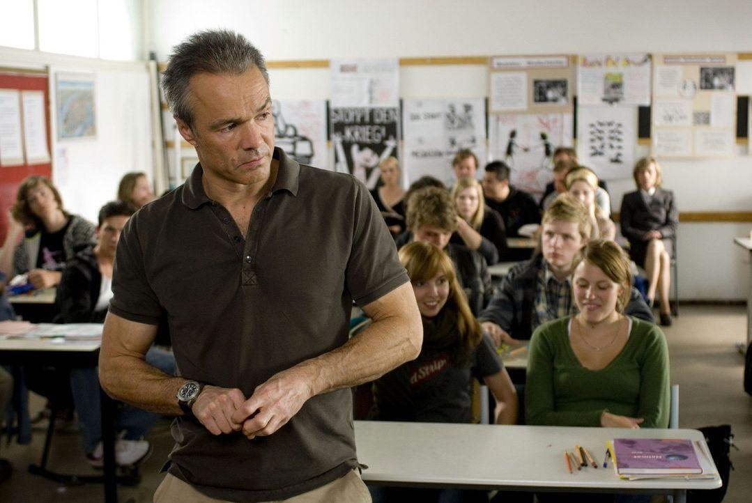 Muss nicht nur seinen Töchtern und dem Berliner Schulamt, sondern vor allem sich selbst beweisen, dass er das Zeug zum Lehrer hat: Harald Westphal... - Bildquelle: Sat.1