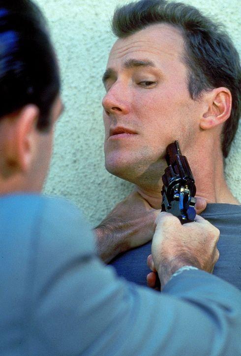 Weil brutale Gangster sein Auto zur Flucht benötigen, gerät Sam Reed (Frederick Deane) in eine gnadenlose Menschenjagd ...