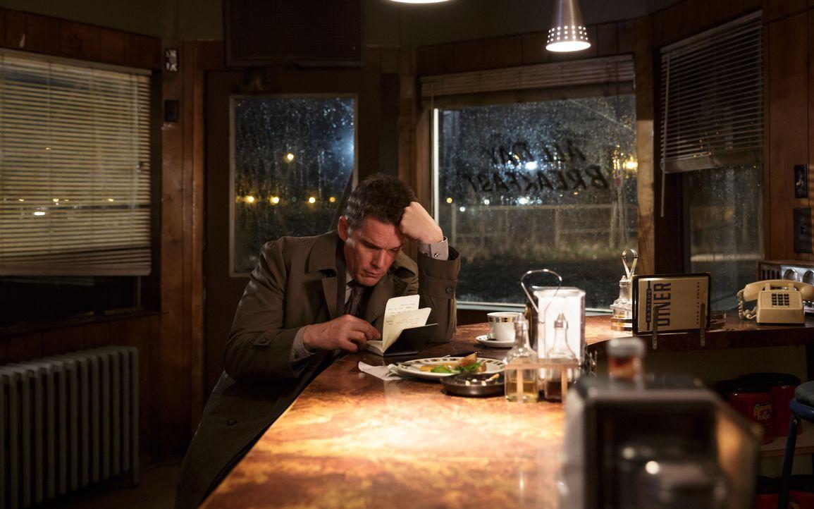 Wie wird Bruce Kenner (Ethan Hawke) reagieren, wenn er erkennt, dass viel mehr hinter seinem neusten Fall steckt, als zu Beginn angenommen? - Bildquelle: Tobis Film