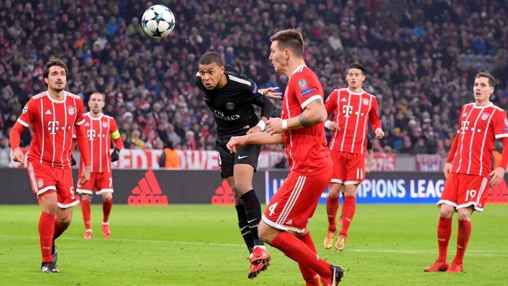 Das Rekord-Tor: Mbappe's (M.) 2:1 gegen Bayern München - Bildquelle: PIXATHLONPIXATHLONSIDRenate FeilM.i.S.