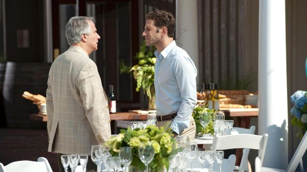 Wird Dr. Hank Lawson (Mark Feuerstein, r.) seinem Vater Eddie R. Lawson (Henr...