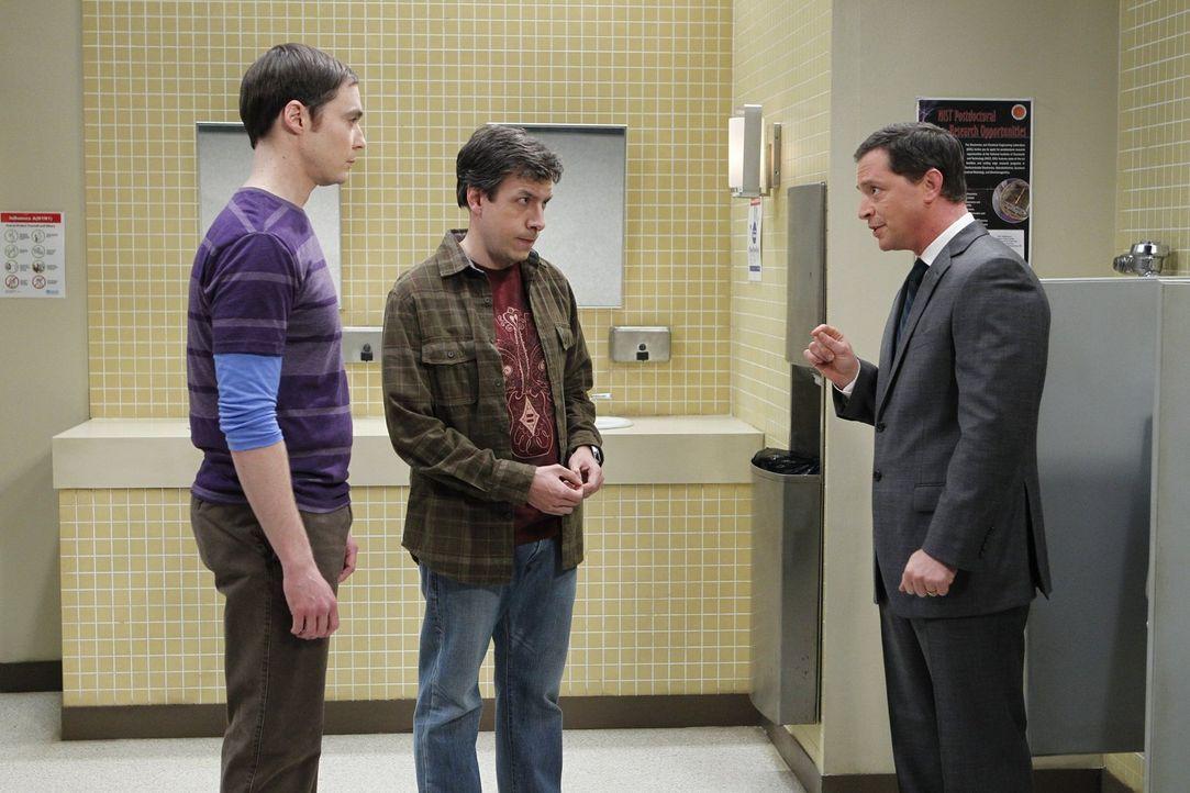 President Siebert (Joshua Malina, r.) teilt Sheldon (Jim Parsons, l.) und Kripke (John Ross Bowie, M.) mit, dass ein Büro in der Universität frei wi... - Bildquelle: Warner Bros. Television
