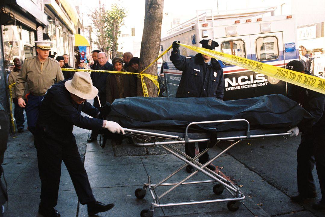 Ein Offizier wird während seines Dienstes in seinem Büro erschossen. Gibbs und sein Team ermitteln in diesem Fall ... - Bildquelle: CBS Television
