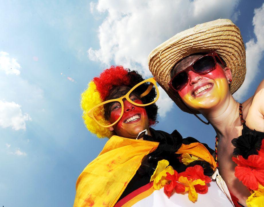 Fussball-Fans-Deutschland-100703-dpa - Bildquelle: dpa