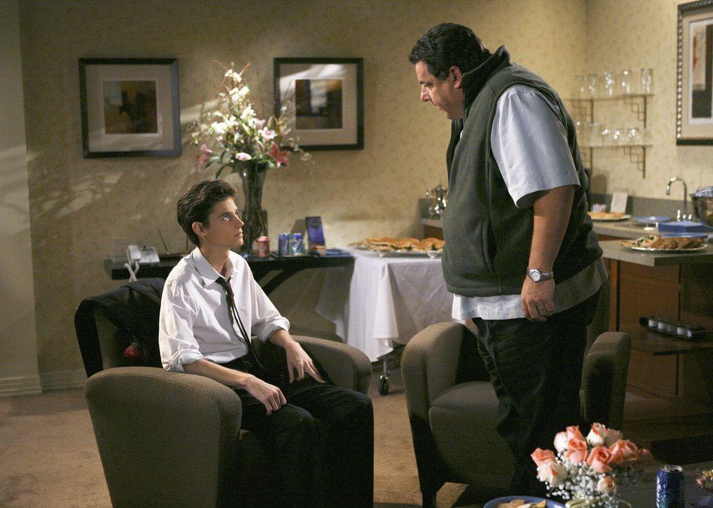 Kann seine Wut gegen seinen Sohn Ben (Ken Baumann, l.) nicht mehr verbergen: Leo (Steve Schirripa, r.) - Bildquelle: 2008 DISNEY ENTERPRISES, INC. All rights reserved. NO ARCHIVING. NO RESALE.