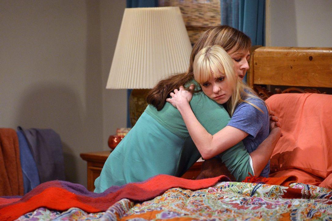 Ohne Hilfe geht es nicht: Auch wenn Christy (Anna Faris, l.) und Bonnie (Allison Janney, r.) oft Zoff haben - wenn es hart auf hart kommt, halten si... - Bildquelle: Warner Brothers Entertainment Inc.