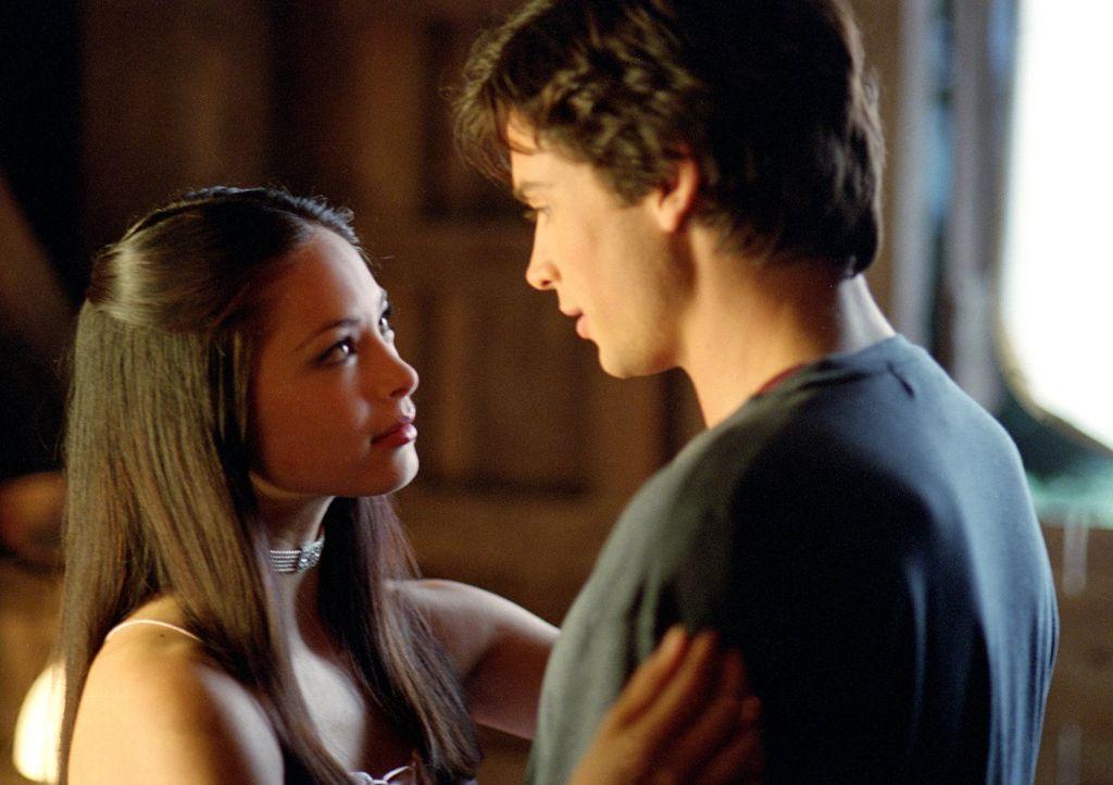 Kann Clark (Tom Welling, r.) Lana (Kristin Kreuk, l.) wirklich vertrauen? - Bildquelle: Warner Bros.