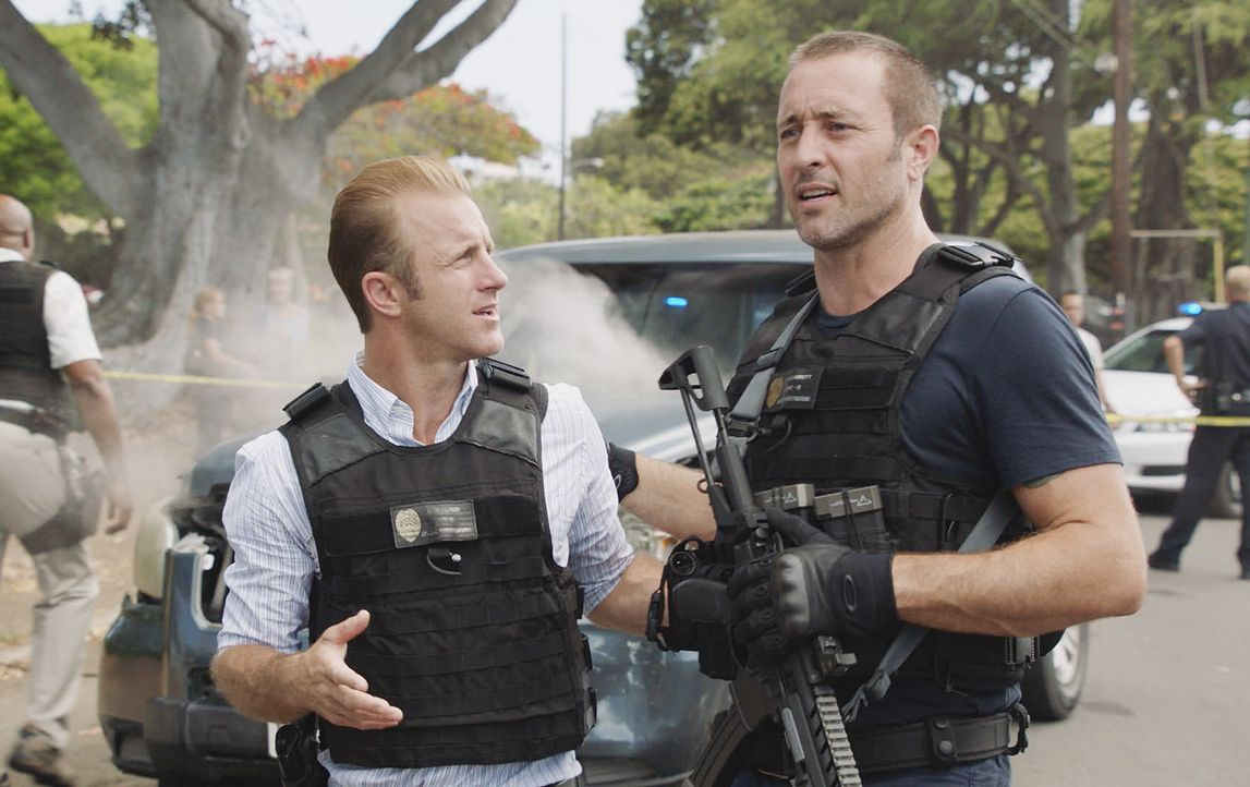 Danny Williams (Scott Caan, l.); Steve McGarrett (Alex O'Loughlin, r.) - Bildquelle: 2018 CBS Broadcasting, Inc. All Rights Reserved.