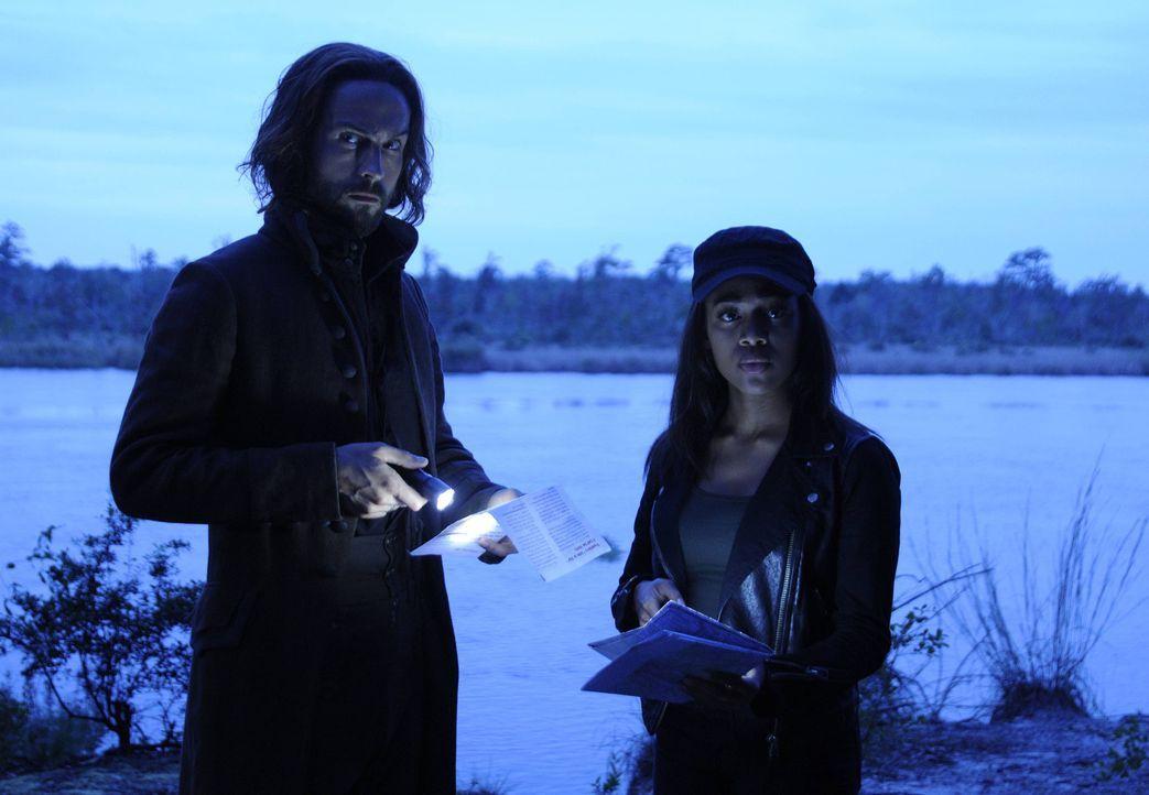 Als Katrina Abbie (Nicole Beharie, r.) und Ichabod (Tom Mison, l.) warnen will, begeht sie einen fatalen Fehler ... - Bildquelle: 2014 Fox and its related entities. All rights reserved