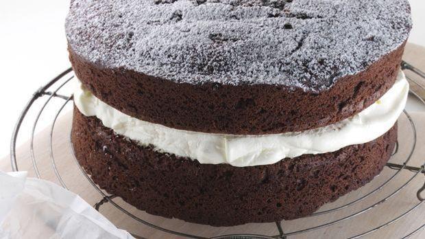 Leckerer Schokoladenkuchen mit Cremefüllung