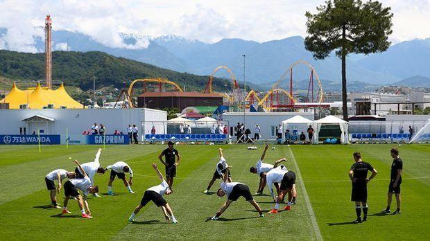 Die deutsche Nationalmannschaft beim Training für den Confed Cup