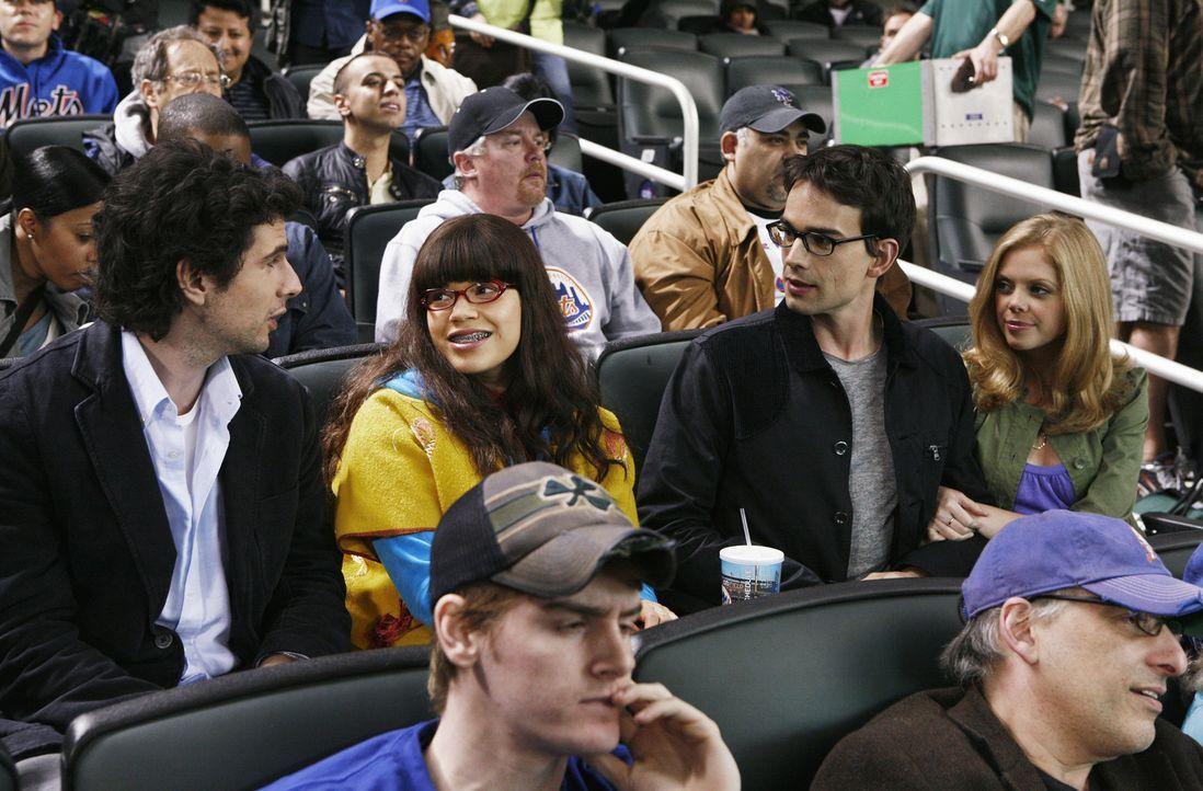 Henry (Christopher Gorham, 2.v.r.) hält sich wieder in der Stadt auf und Betty (America Ferrera, 2.v.l.) verabreden sich mit ihm zu einem Doppel-Dat... - Bildquelle: 2008   ABC Studios