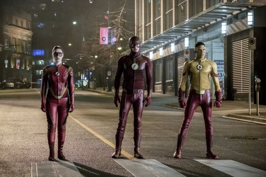 Gelingt es Jesse alias Jesse Quick (Violett Beane, l.), Barry alias The Flash...