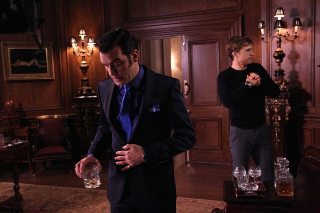 Cyrus (Jake Maskall, l.) sieht sich am Ziel seiner Träume - doch Liam (William Moseley, r.) stellt sich ihm in den Weg ... - Bildquelle: Helen Vidler 2014 E! Entertainment Media, LLC