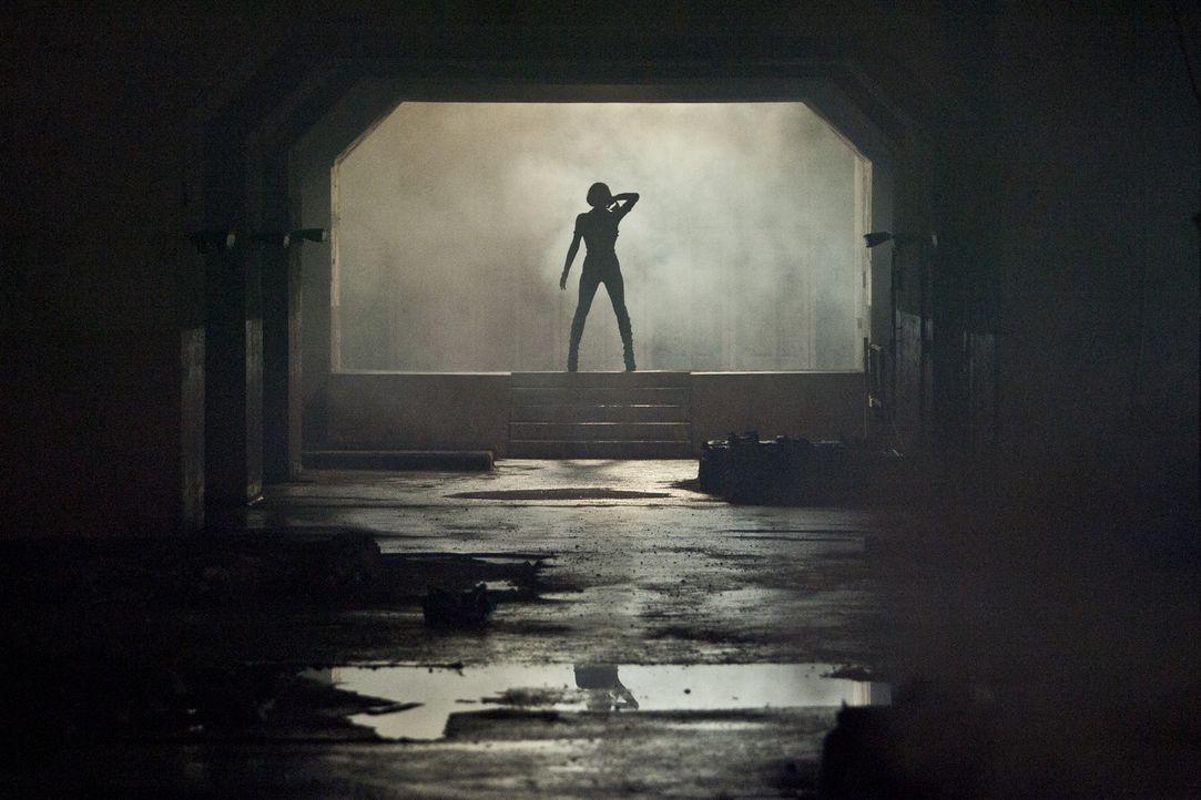Lehrt ihre Gegner das Fürchten: Alice (Milla Jovovich) ... - Bildquelle: 2011Davis Films/Impact Pictures (RE5) Inc. and Constantin Film International GmbH.