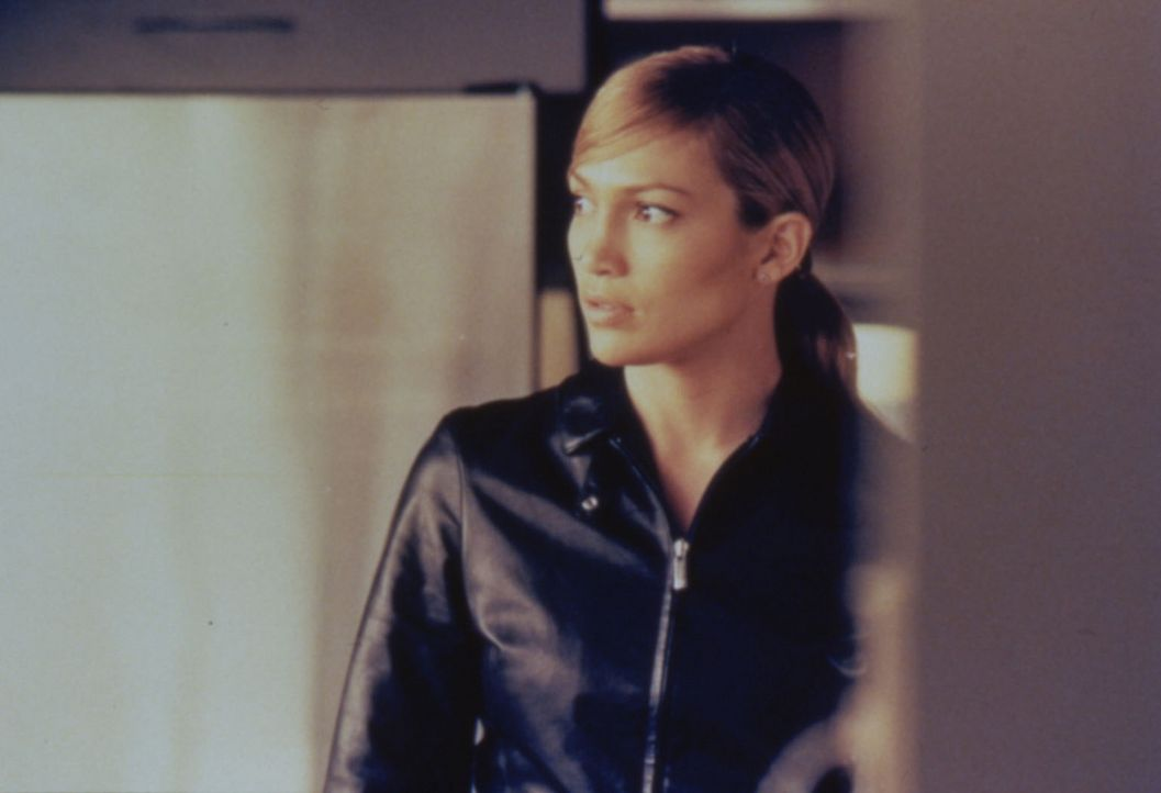 Durch mutigen Einsatz hat die erfahrene Polizistin Sharon (Jennifer Lopez) schon manchen Verbrecher zur Strecke gebracht. - Bildquelle: Warner Bros.