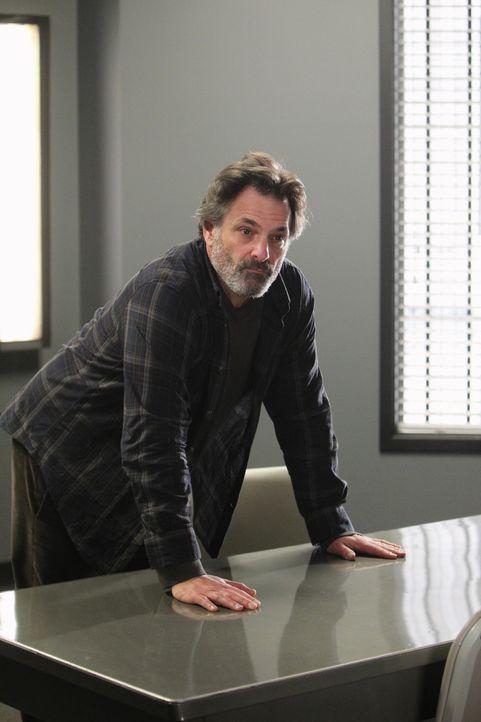 Hat Autor Bruce Morrison (Ken Olin) etwas mit dem mysteriösen Verschwinden seiner Töchter zu tun? Das BAU-Team geht dem nach ... - Bildquelle: ABC Studios