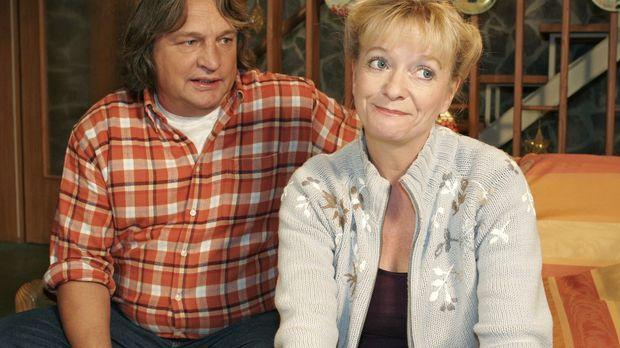 Bernd (Volker Herold, l.) und Helga (Ulrike Mai, r.) machen sich Gedanken um...